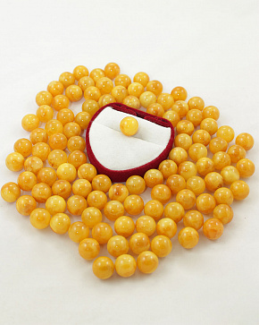 Amber Moulded Balls Of 10 Mm To 15 Mm Honey Color